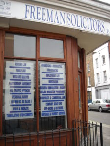 (BrE) solicitor