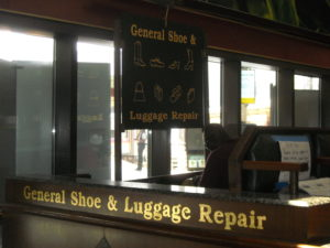 (AmE) luggage
