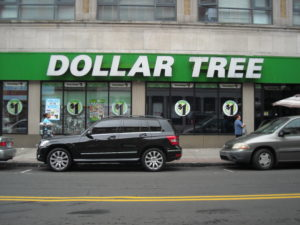 (AmE) dollar store
