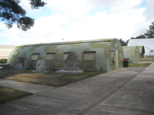 (AmE) Quonset hut
